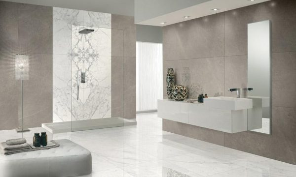 Marmerlook in de badkamer