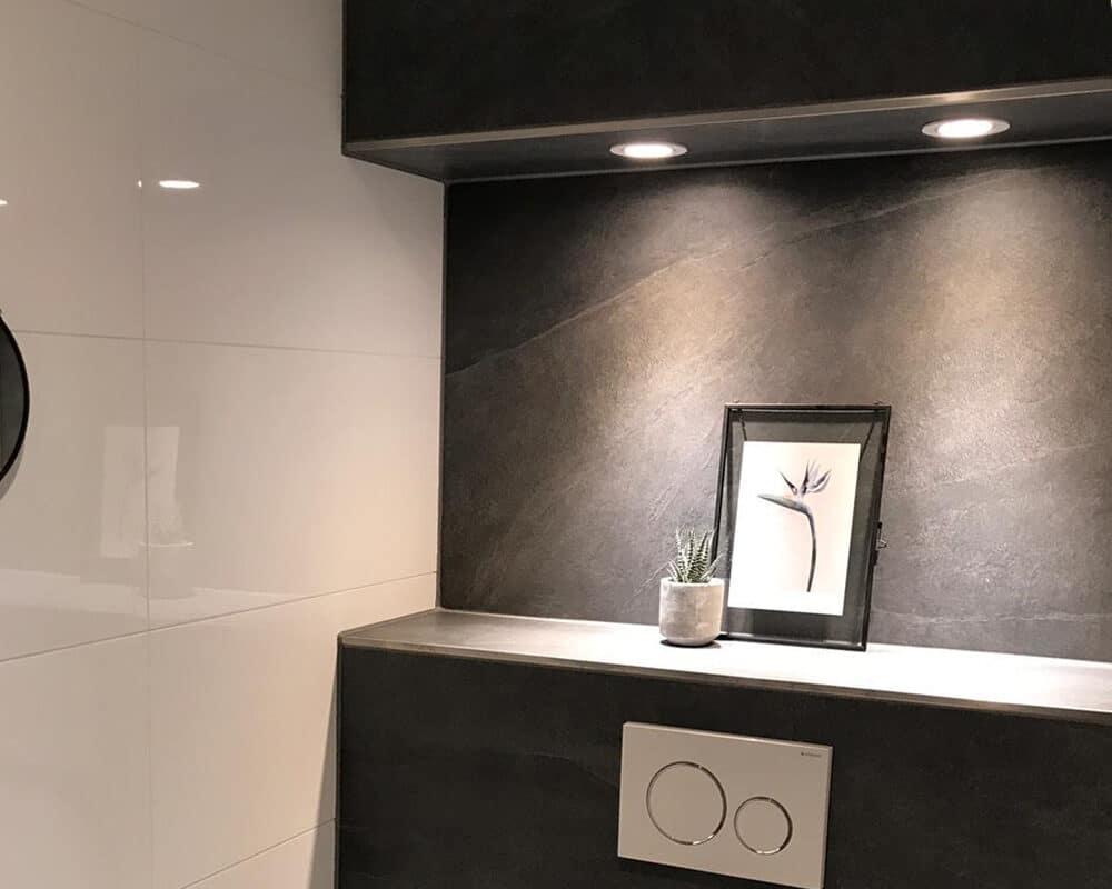 Vaak Toilet met Leisteenlook Tegels en Witte Hoogglans Wandtegels - T&L IB12