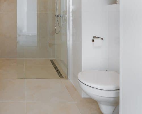 Beige Leisteenlook Tegels in de Badkamer