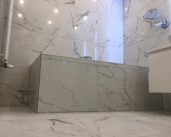 Marmerlook Tegels in Badkamer