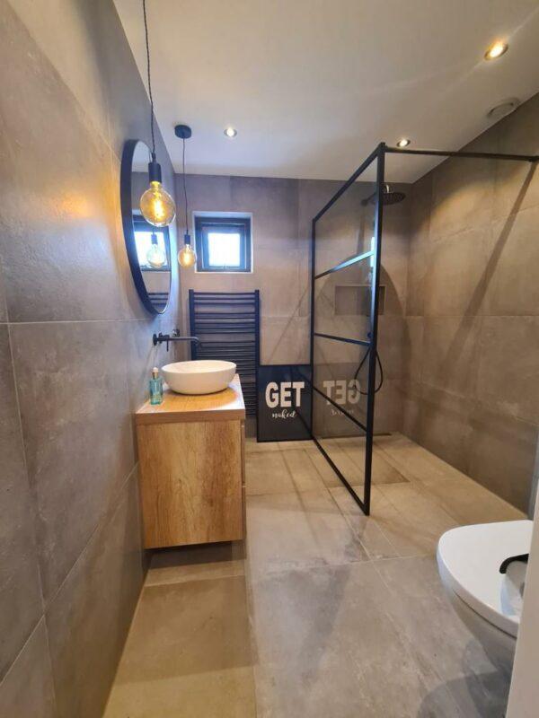 Badkamer betonlook vloertegels