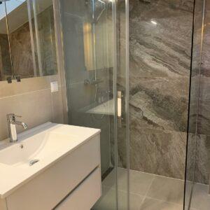 Creme marmerlook betonlook tegel badkamers