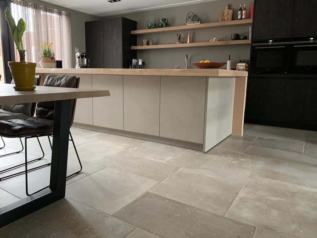 Keuken natuursteenlook tegels