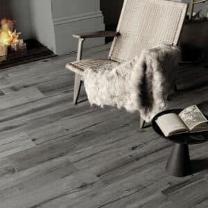 Houtlook Tegels | Keramisch Parket 120x20 - Nordik Wood Smoke Donkergrijs Sfeer